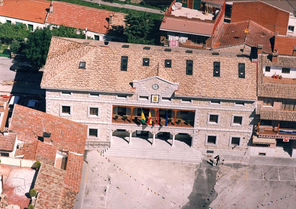 Ayuntamiento Manzanares El Real - Vista desde el aire