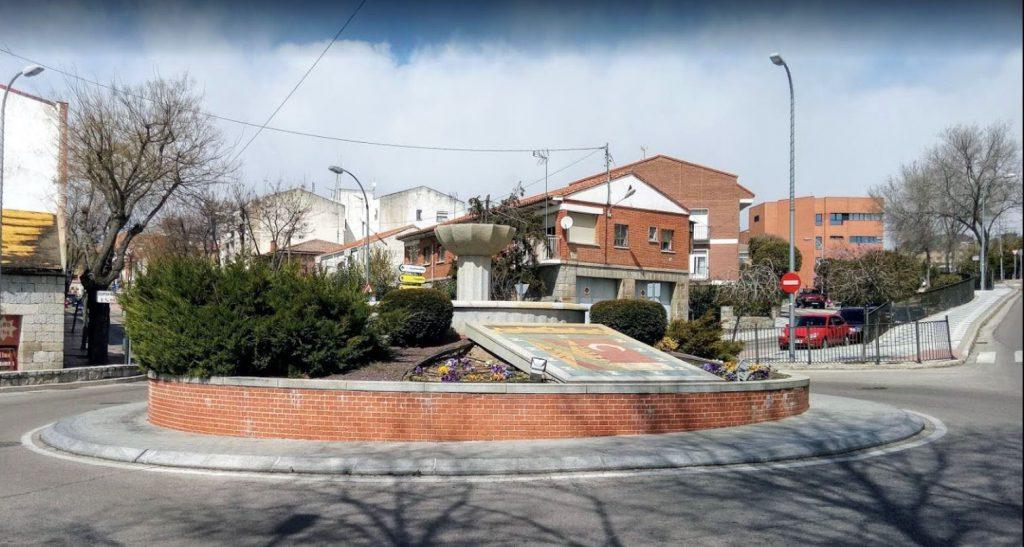 Rotonda Calle Libertad y Soledad en Colmenar Viejo Detalle escudo